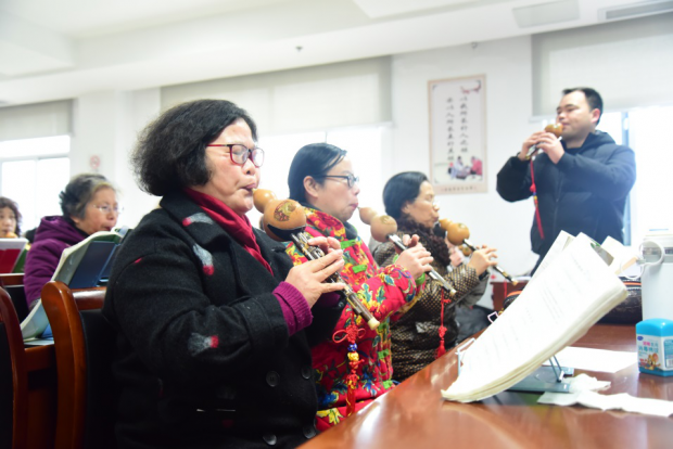 Universities for the Elderly offer Chinese seniors a colorful life