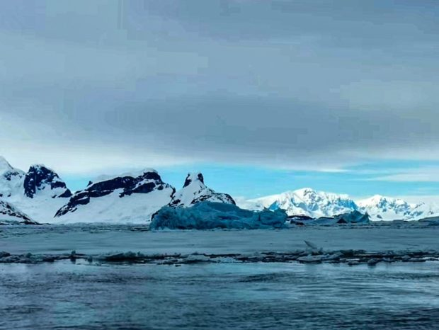 Chinese expedition team overwinters in Antarctica