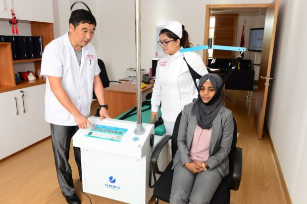 Traditional Chinese medicine impresses patients in Mauritius