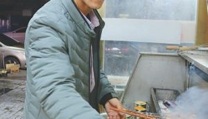 Uygur man from Xinjiang achieves success in inland China