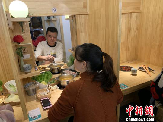 "Chinese youth opens ""Encounter Restaurant"" creating new social mode"