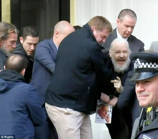 0709C8DE000007D0-6939635-Assange_is_pictured_being_arrested_and_led_out_of_the_Ecuadorian-a-116_1555671995322.jpg